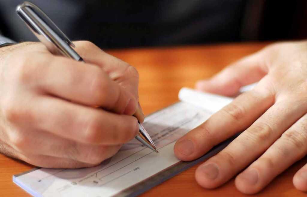Таким образом кредиты, полученные юридическими лицами, либо полученные физическими лицами для бизнес-нужд, не относятся к.