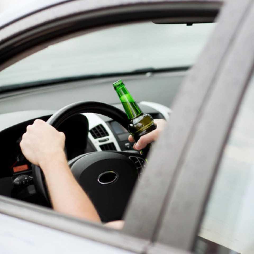 не стоит пить за рулем